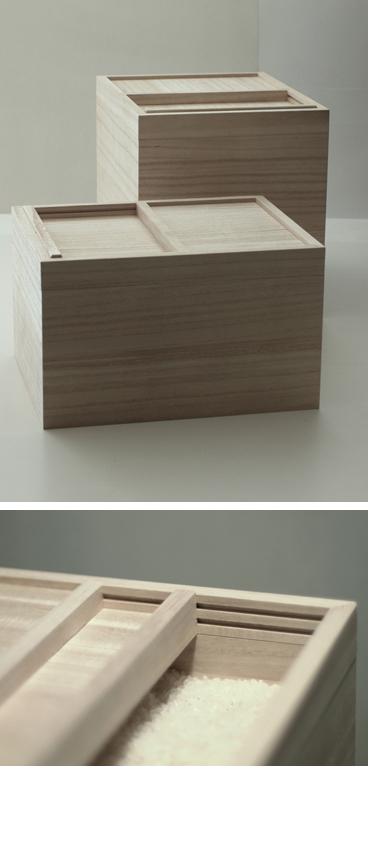 桐の無垢材でできた米櫃